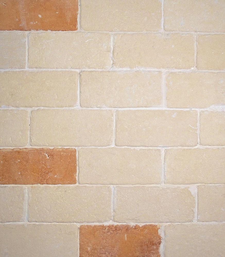 mattoncini in pietra leccese per camino : Caminetto In Pietra Leccese 1 Pictures to pin on Pinterest